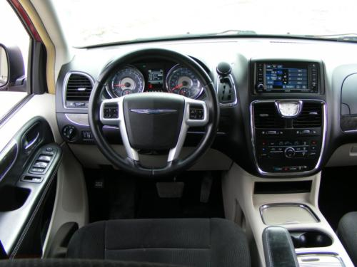 chrysler-town-country-2014[10]